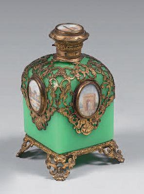 Flacon à parfum quadrangulaire en opaline...