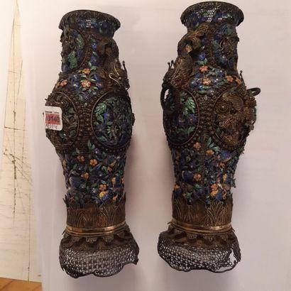 Paire de petits vases balustres en filigrane...