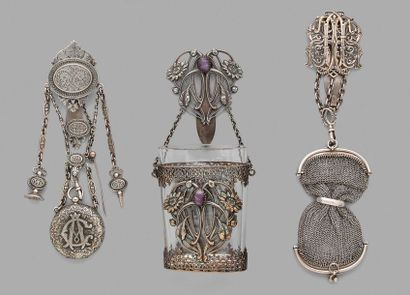 Lot de châtelaines en métal argenté à décor...