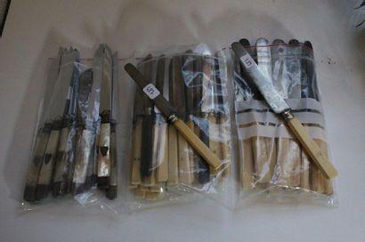 Lot de couteaux comprenant : douze couteaux...