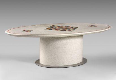Table ovale en marbre simulé, le plateau...