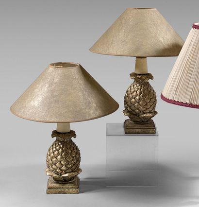 Paire de lampes ananas dorées. Hauteur :...