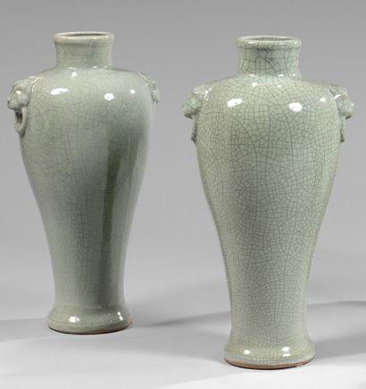 Deux vases de forme meiping en porcelaine...