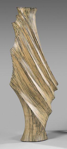 Vase de parquet en résine polychrome à l'imitation...