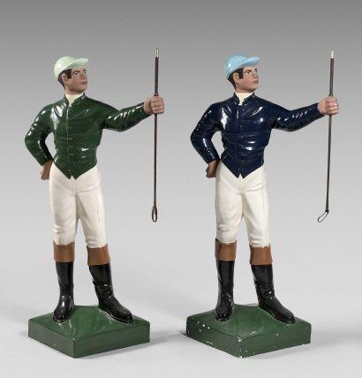 Deux grandes statuettes polychromes représentant...