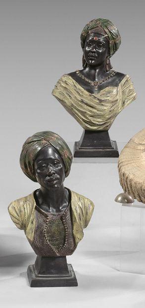 Deux bustes de maures sur piédouche en métal...