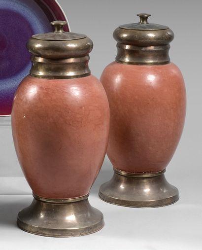 Paire de vases balustres en céramique corail,...