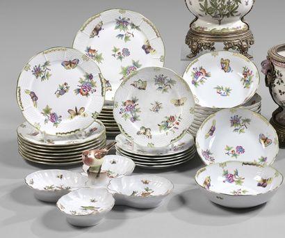 Service de table en porcelaine ornée de papillons...