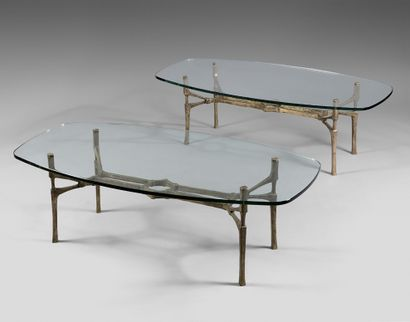 Paire de tables basses à piètement en bronze...