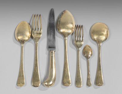 Partie de ménagère en métal doré modèle uniplat,...