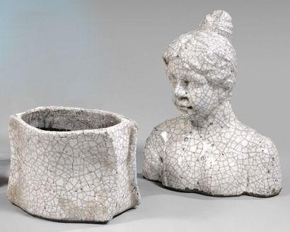 Buste de jeune femme et jardinière en céramique...