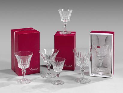 Service de verres à pied en cristal de Baccarat,...