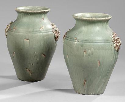 Paire de vases balustres en grès céladon...