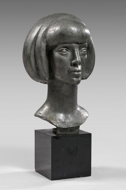 Paul BELMONDO (1898-1982) Tête de Sylvia Wildenstein Épreuve en alliage non patiné,...