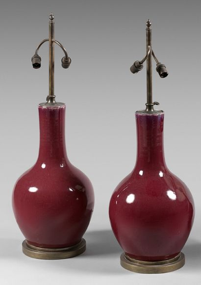 Paire de vases en porcelaine aubergine, montés...