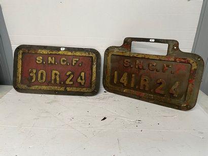 Deux plaques en fonte de locomotive SNCF...