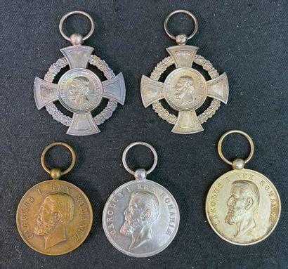 Roumanie - Lot de cinq médailles : deux croix...