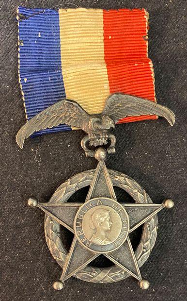 Chili - Médaille du Mérite, créée en 1906,...