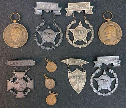 Cuba - Lot de dix : deux médailles « Patrie-Honneur-Devoir...