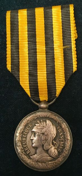 Médaille du Dahomey, 1892, en argent, bélière...