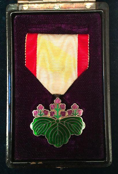 Japon - Ordre du Soleil Levant, fondé en...