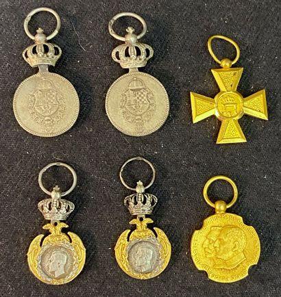 Serbie - Lot de six miniatures : deux médailles...
