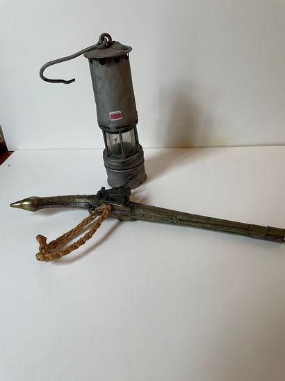 Pistolet à silex en acier et laiton gravé....