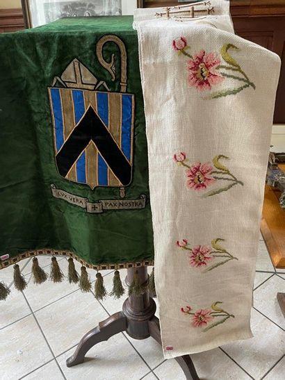 Bannière en velours brodé armorié «Lux vera,...