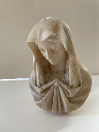 Buste de Vierge en albâtre sculpté. Hauteur...