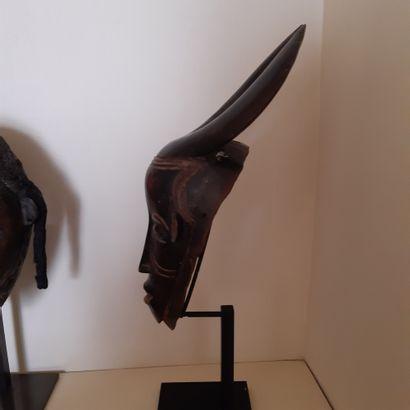Masque Gouro, Côte d'Ivoire. Bois à patine brun foncé à noire. (Accidents). Hauteur...