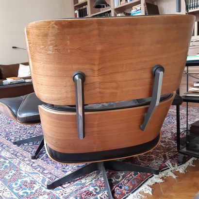 Charles (1907-1978) & Ray EAMES (1913-1988) Fauteuil «Lounge chair» et son repose-pieds...