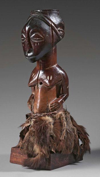Fétiche nkishi Songye, République Démocratique du Congo. Bois à patine brune à noire...