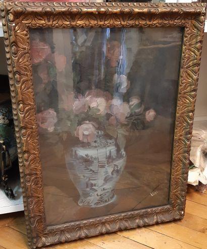 MIA ELEN Bouquet de roses au vase de Delft Oil on cardboard, signed lower right....