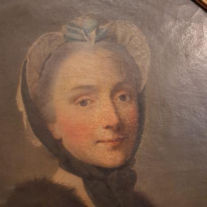 École FRANÇAISE du XVIIIe siècle Portrait of a woman Oil on canvas. 63 x 52 cm, ...