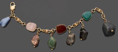 Lot comprenant : deux colliers en pierres...