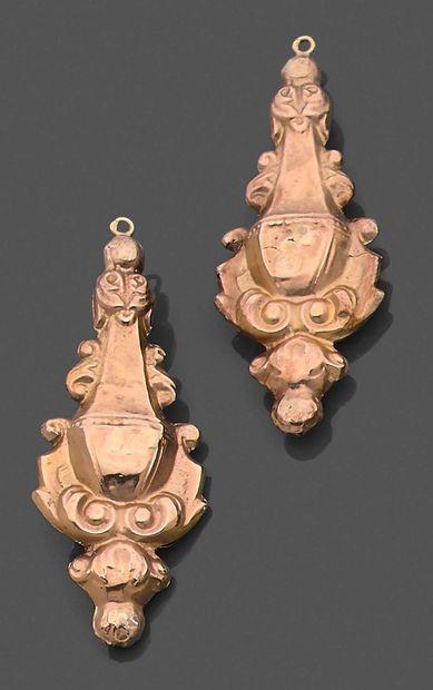 Paire de pendants d'oreilles en or estampé...