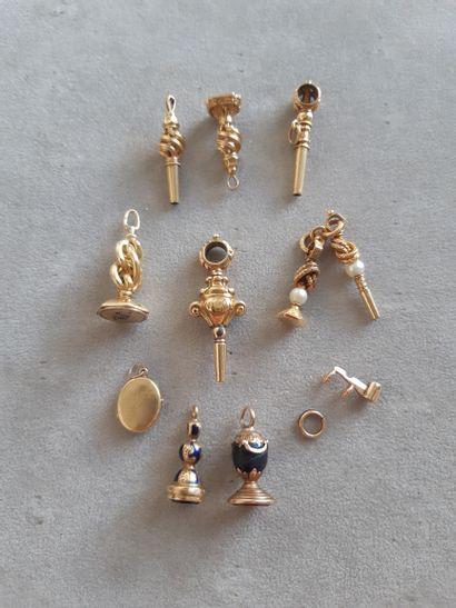 Lot en or ou monté en or 750 millièmes comprenant...