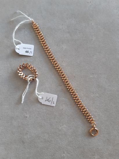 Lot comprenant : bracelet et bague articulés en or jaune 750 millièmes à maillons...