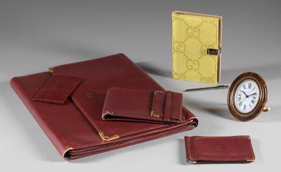 CARTIER Paris et GUCCI made in Italy Lot comprenant un écritoire de voyage Cartier...