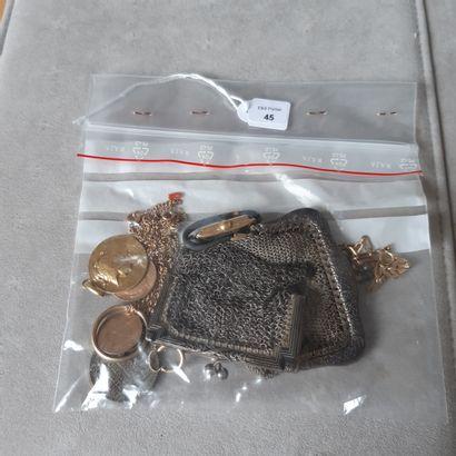 Lot en métal et or 750 millièmes comprenant : bourse cotte de maille, alliance,...