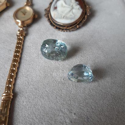 Lot divers en métal (montres, bracelet, broche, lapis-lazuli baigné et aigues-m...