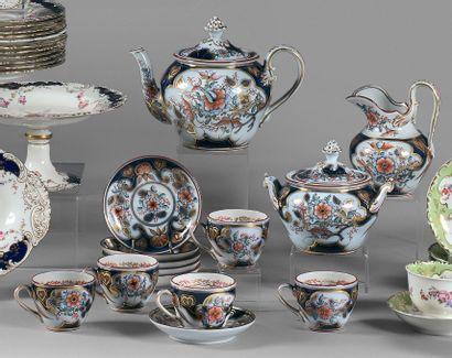 Service à thé en porcelaine à décor Imari...