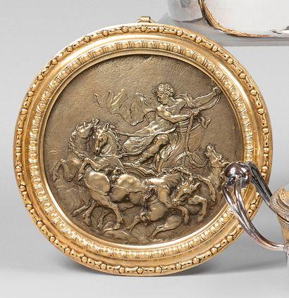 Médaillon en bronze représentant Apollon...
