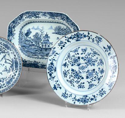 Plat creux ovale en porcelaine de la Chine...