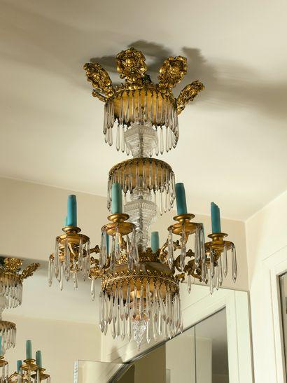 Lustre couronne à huit lumières en bronze...