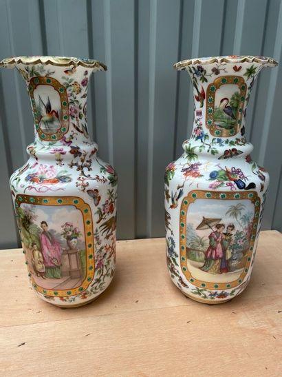 Paire de vases balustres en opaline à décor chinois polychrome et doré de fleurs...