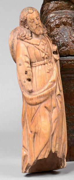 Statuette en ivoire sculpté d'un saint Jacques...