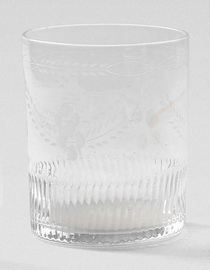 Ensemble de verres comprenant : une carafe,...