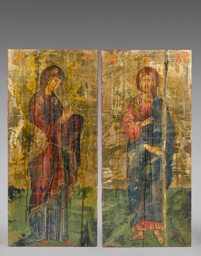 Deux panneaux polychromes sur fond doré ornés...