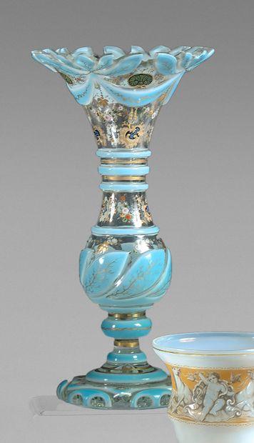 Vase en cristal et opaline bleue orné de...